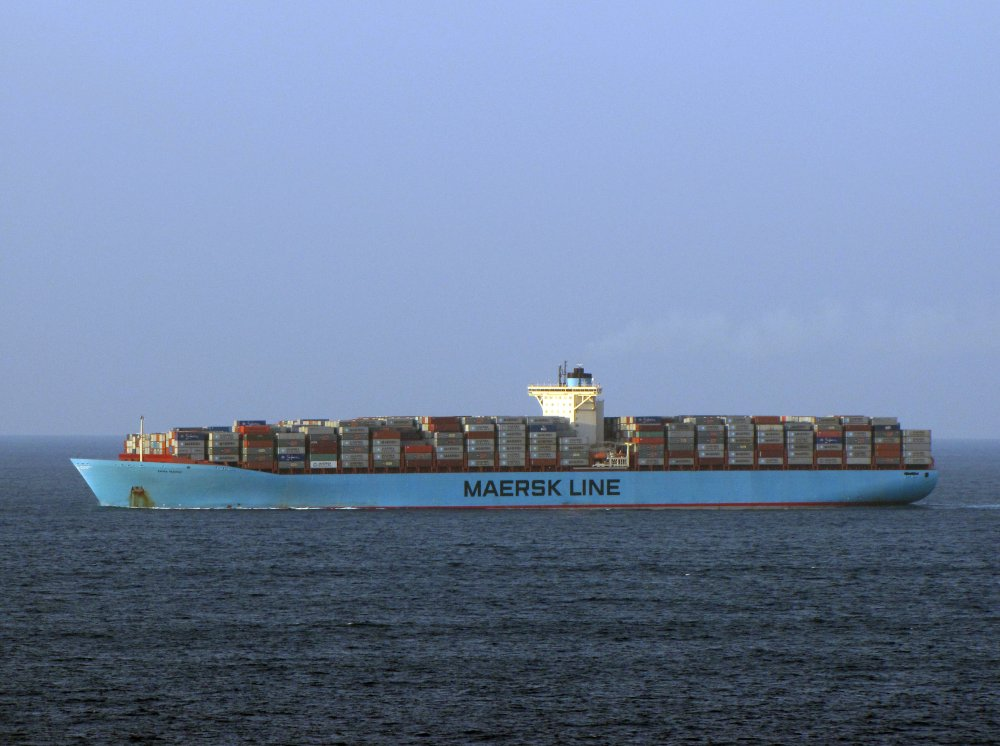 tutorial 3f emma maersk A ship said to be the world's largest container vessel has arrived in a suffolk port to unload 45,000 tonnes of christmas goods from china hundreds of spectators lined the shore to watch the emma maersk as it was guided into felixstowe by three tugs the ship is a quarter of a mile long, 200ft high.